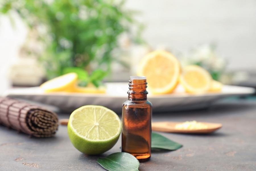 Cuidado con los Aceites Esenciales con efectos fotosensibilizantes.